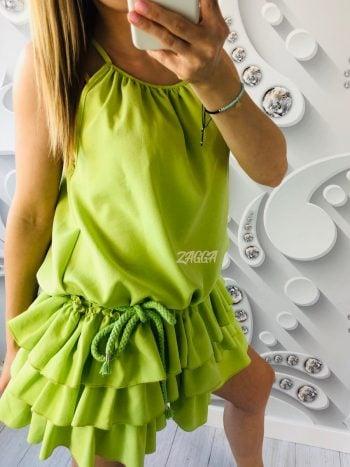 sukienka ma luźny fason można ją wiązać paskiem lub sznurkiem i podkreślać sylwetkę, idealna opcja do codziennych jaki i wieczorowych stylizacji.