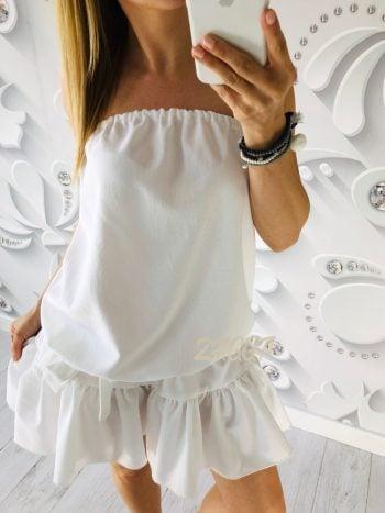 biała sukienka bez ramiączek pod pachami gumka luźny fason może być wiązana paskiem w celu podkreślenia sylwetki krótka krój mini
