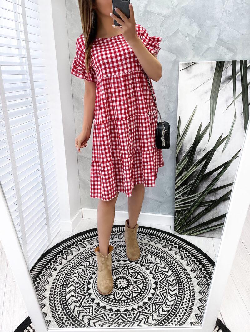 sukienka w czerwoną kratkę