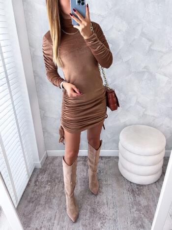 dopasowana welurowa sukienka